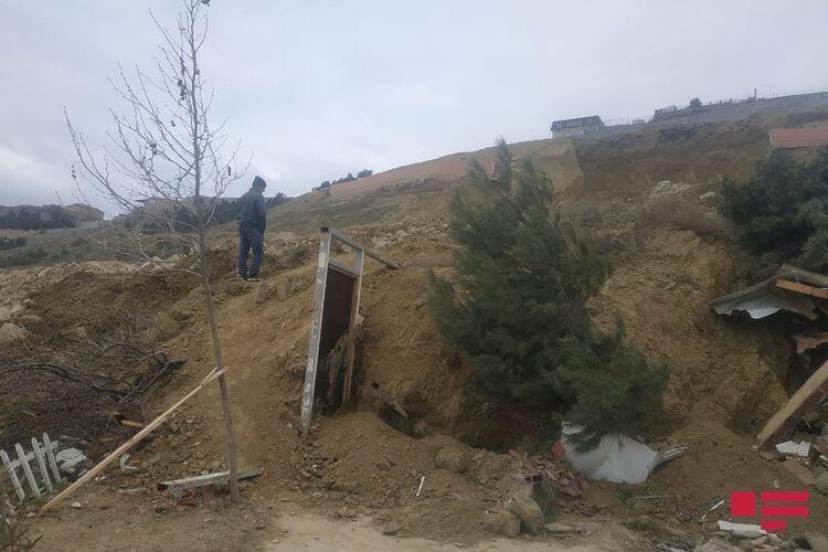 В поселке Бадамдар в Баку произошел оползень