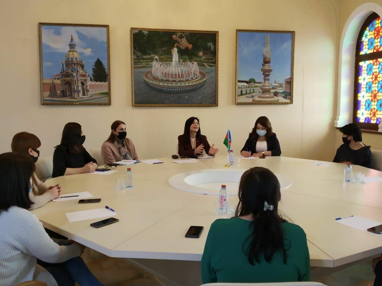 Депутат Севиль Микаилова встретилась с общественными активистками в Хачмазе