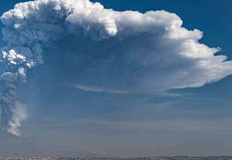 Дождь из пепла и камней на Сицилии