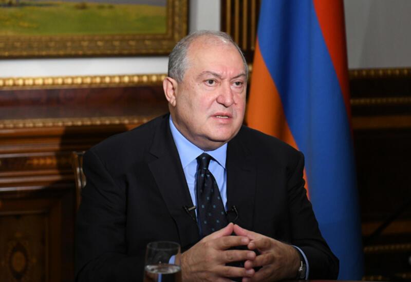 Президент Армении оспорил закон, по которому уволили главу Генштаба