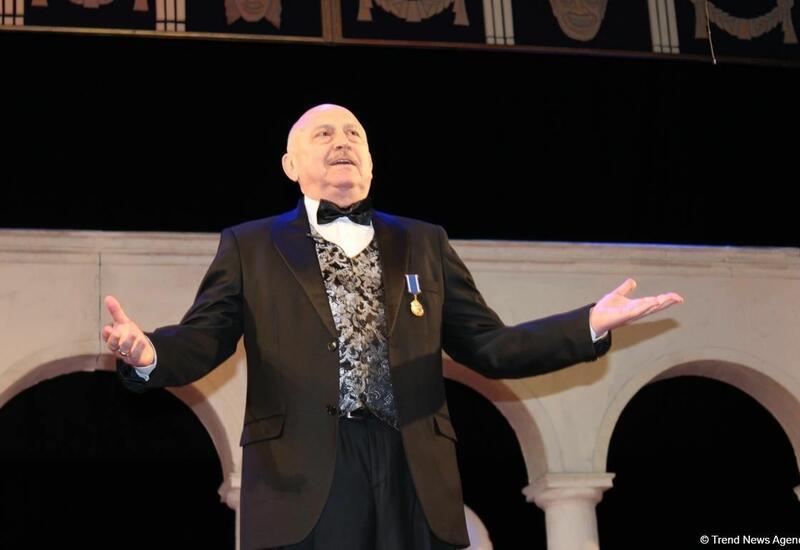 Александр Шаровский поздравил всех коллег с Днем национального театра