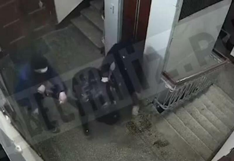 Камера сняла, как злоумышленники битой избили мужчину ради iPhone 11