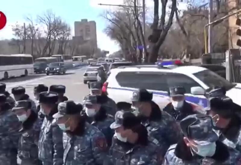 У МИД Армении прошел митинг с требованием отставки Пашиняна