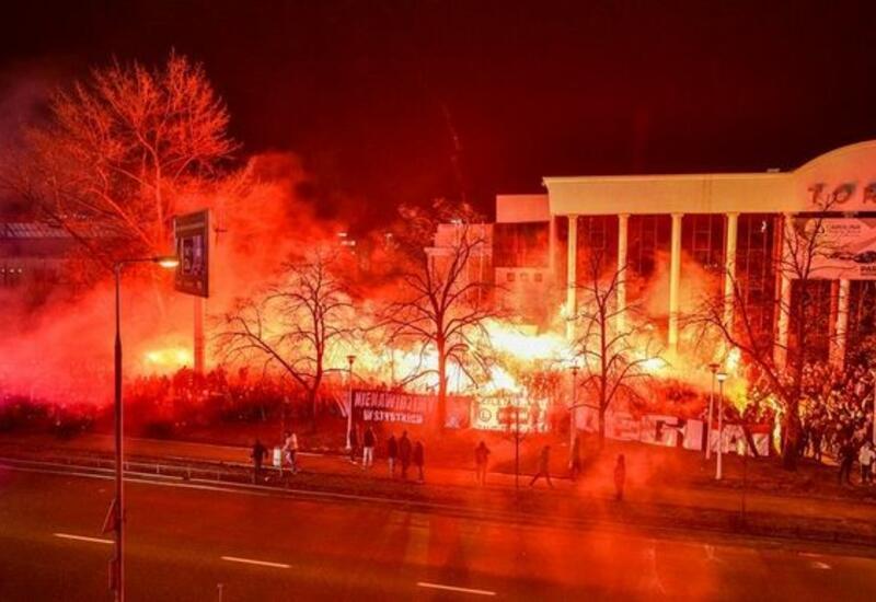 Фанаты польского клуба устроили массовые беспорядки из-за запрета посещать стадион