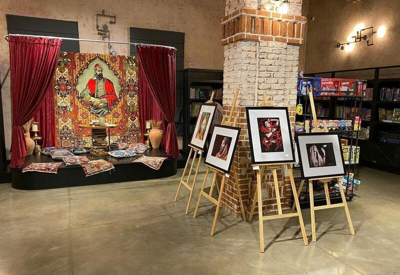 """В Бакинском книжном центре представлена фотовыставка """"7 gözəl"""""""