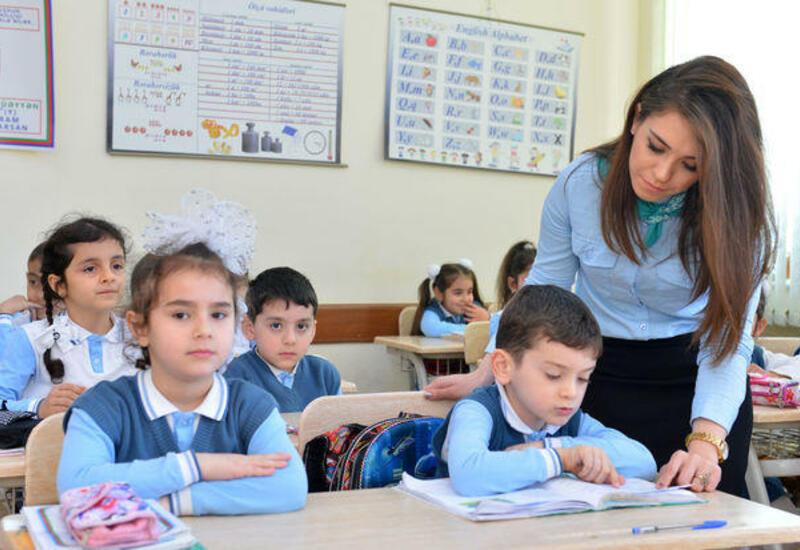 В I-IV классах школ Азербайджана начинаются занятия