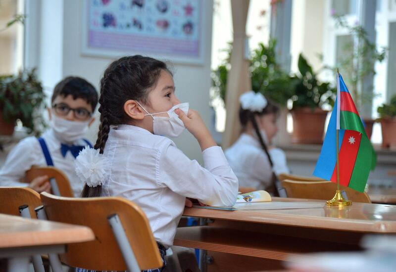 Девять бакинских школ перешли на 5-дневное очное обучение