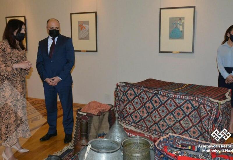 """В Музее искусств проходит выставка """"Гармония Новруза"""""""