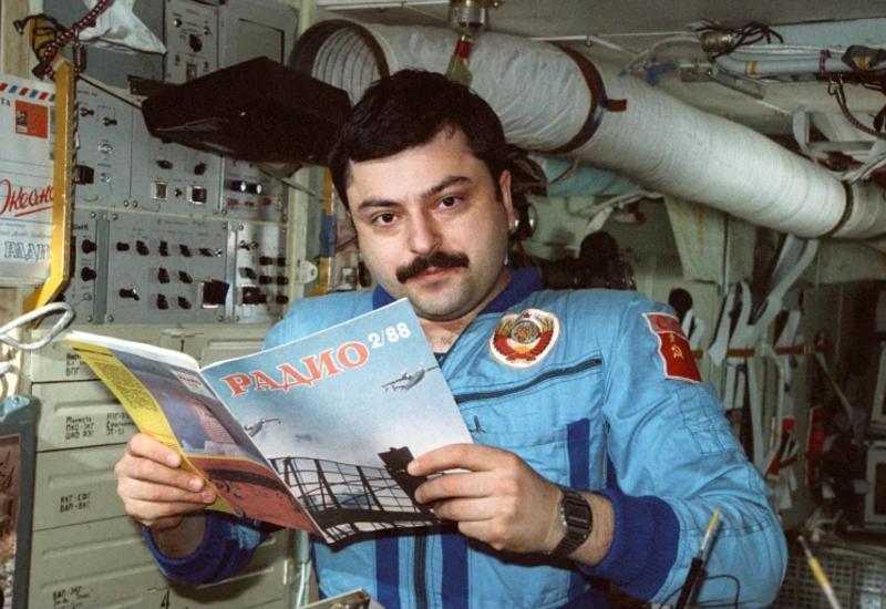 Азербайджанскому летчику-космонавту Мусе Манарову исполнилось 70 лет