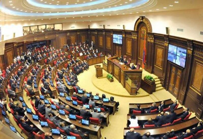 Парламент Армении отменил военное положение