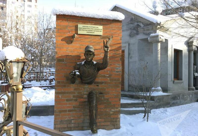 В Ереване осквернили памятник, посвященный землетрясению в Спитаке