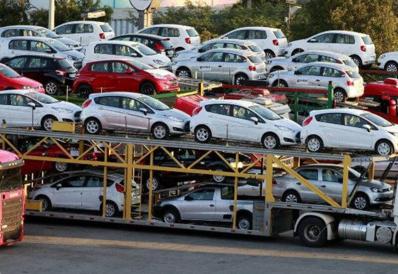 Азербайджан сократил импорт автомобилей из Турции