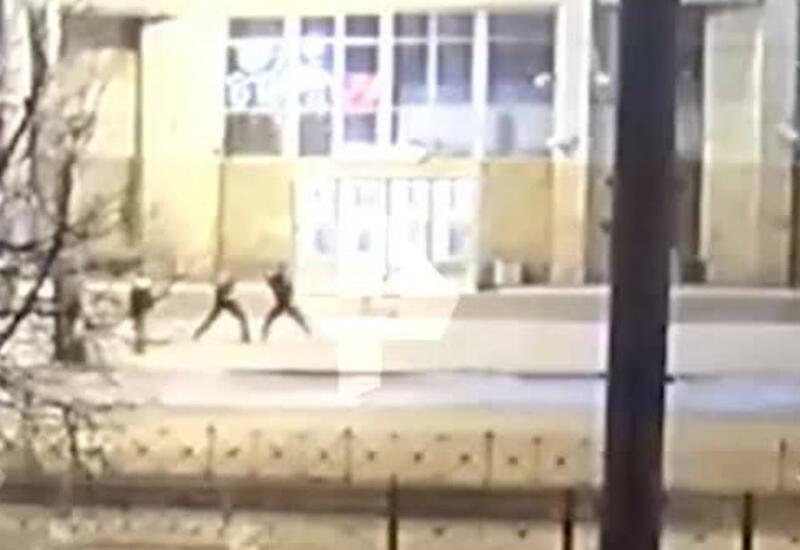 Незнакомец вступился за девушку и ударил ножом ее обидчика
