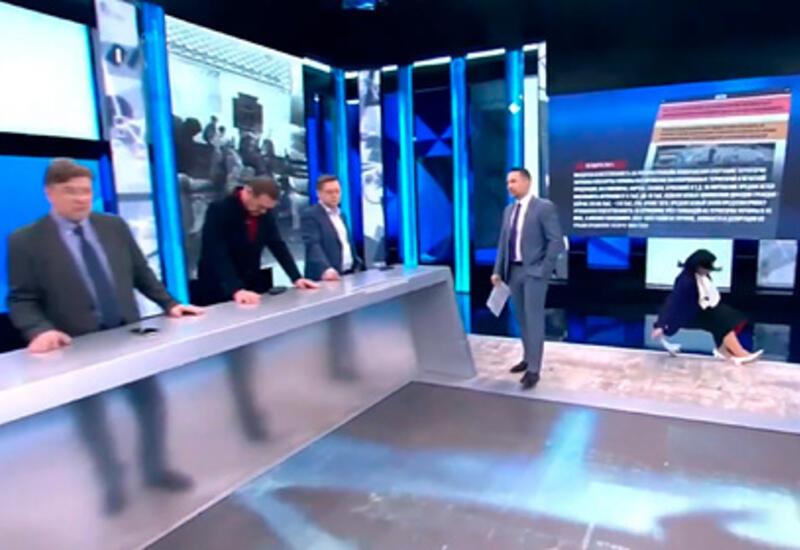 Российская телеведущая упала в прямом эфире ток-шоу