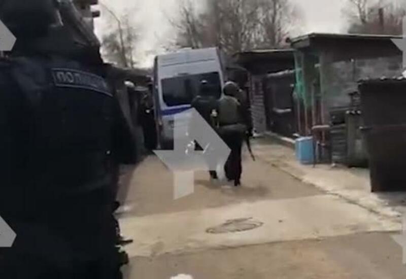 В Москве вооруженный пенсионер более 4 часов оказывает сопротивление полиции