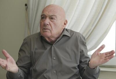 В Тбилиси проходит стихийная акция против приезда Владимира Познера - ВИДЕО