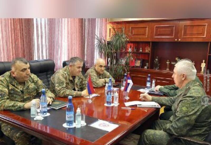 В Армении российских миротворцев встретили с сербским флагом