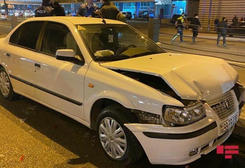 В Баку пешеход впал в кому, оказавшись между столкнувшимися автомобилями