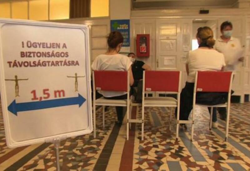 В Венгрии запаздывает вакцинация учителей