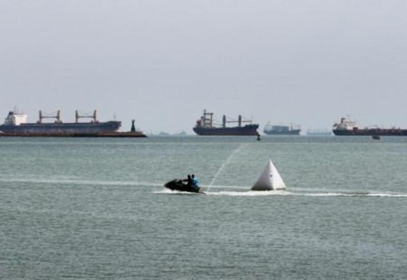 Суэцкий канал вновь перегорожен танкером