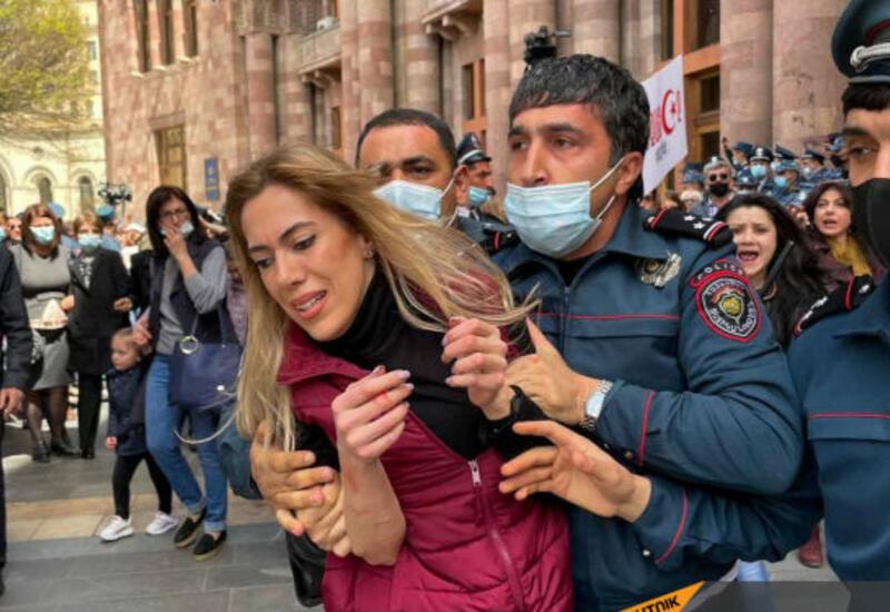Полицейское насилие в Ереване - десятки женщин задержаны