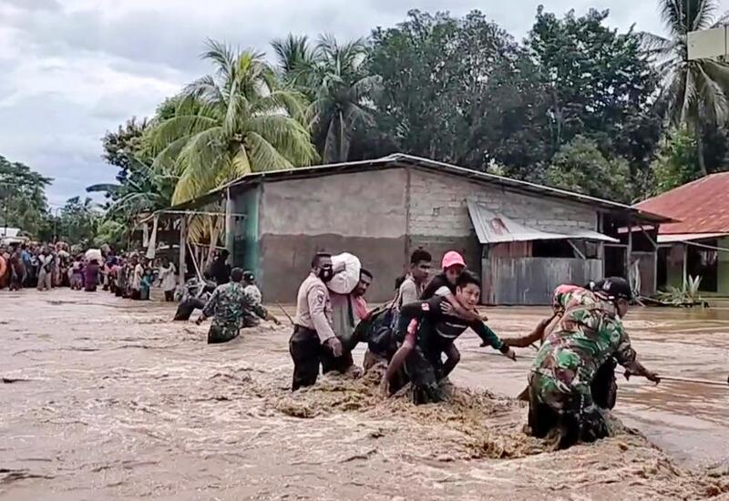 Десятки поселков в Индонезии погребены под оползнем
