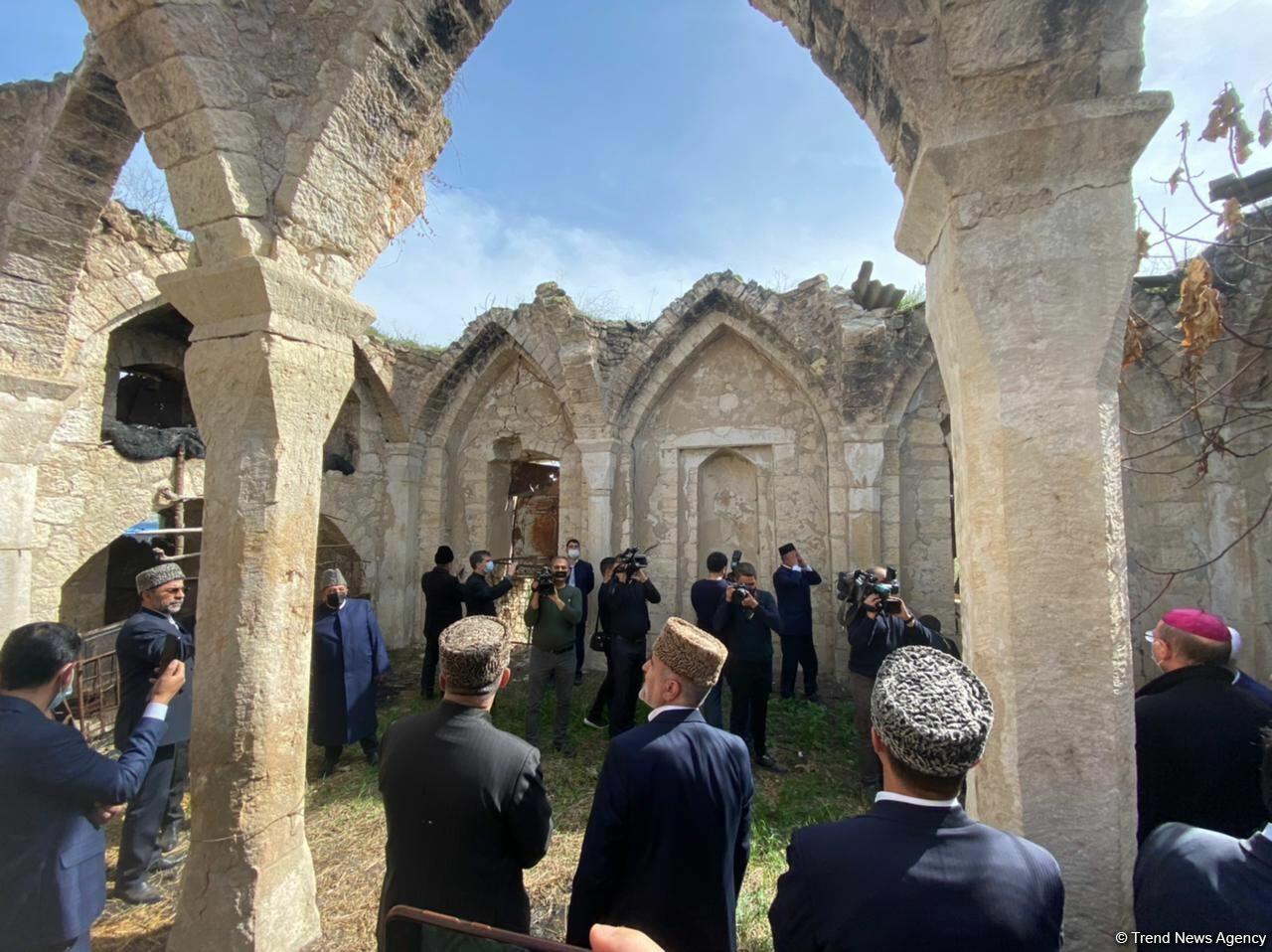 В агдамской мечети Гияслы вновь прозвучал азан