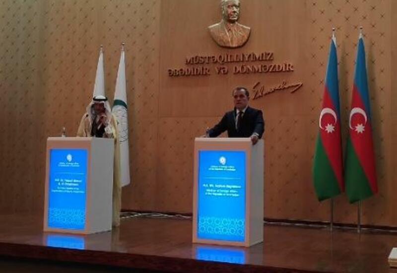 Генсек ОИС и глава МИД Азербайджана провели совместную пресс-конференцию