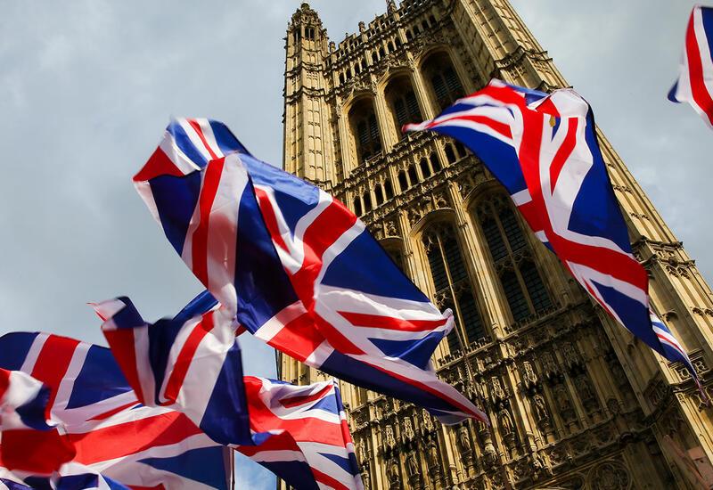 Великобритания введет «цветную» систему ограничений для въезжающих в страну