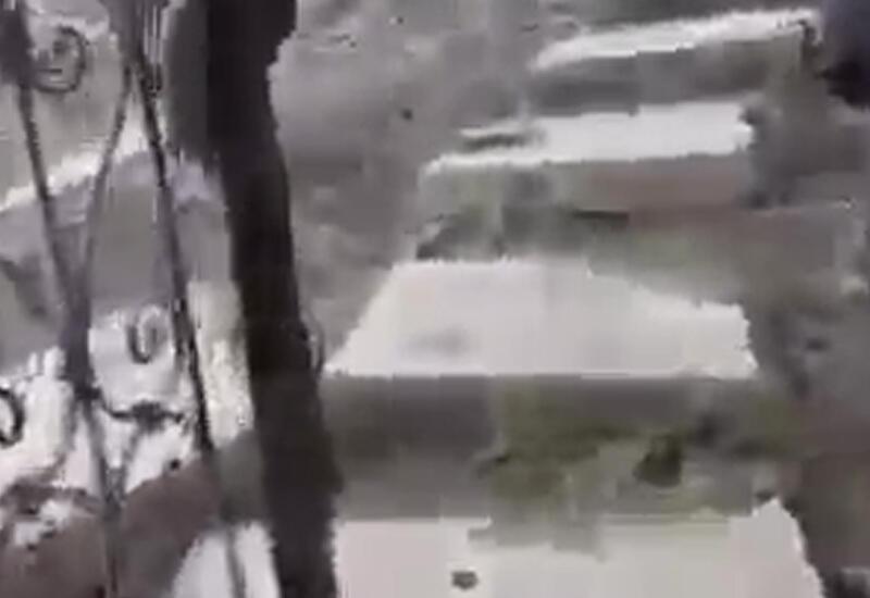 Армяне соорудили лестницы из могильных плит азербайджанцев