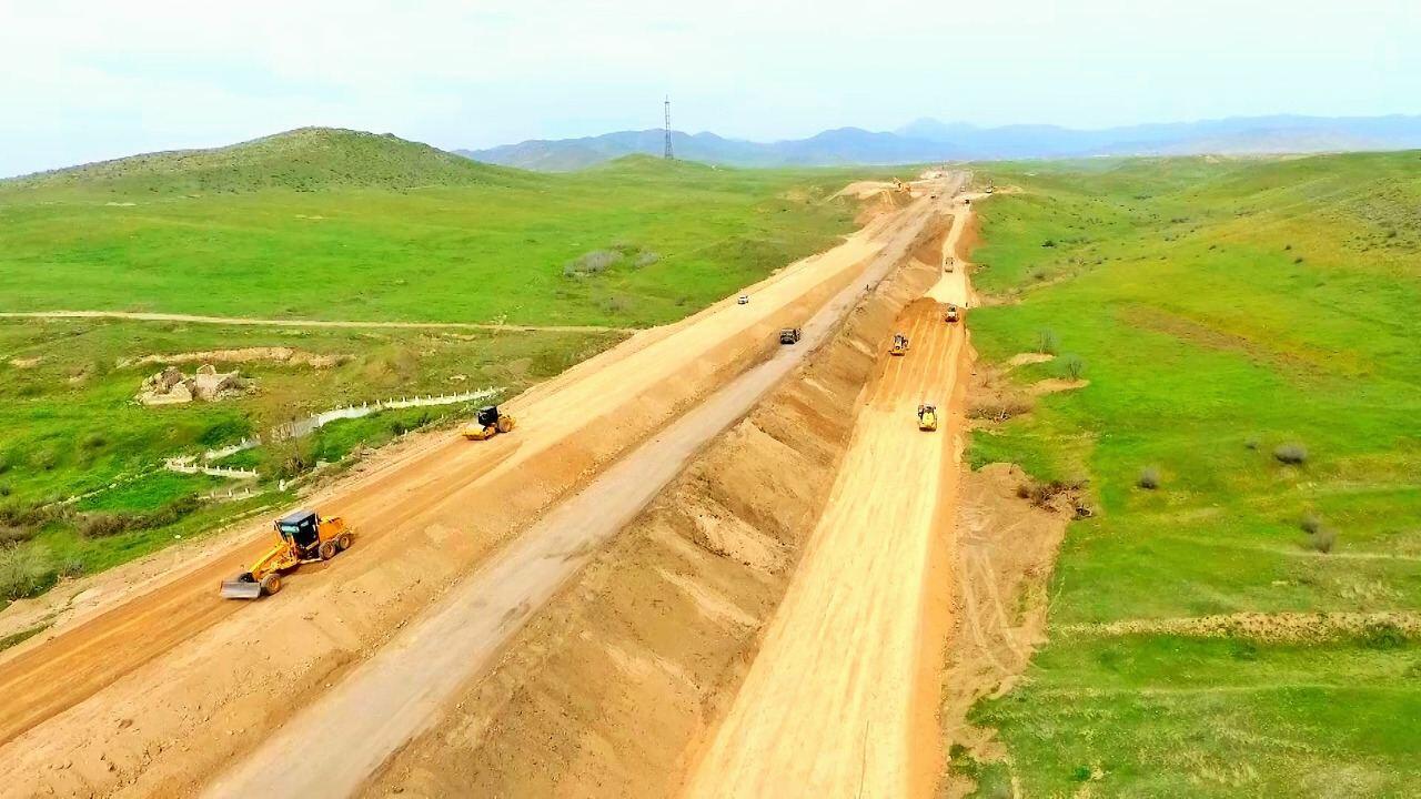 Hadrut-Cəbrayıl-Şükürbəyli yeni avtomobil yolunun tikintisi layihəsi icra olunur