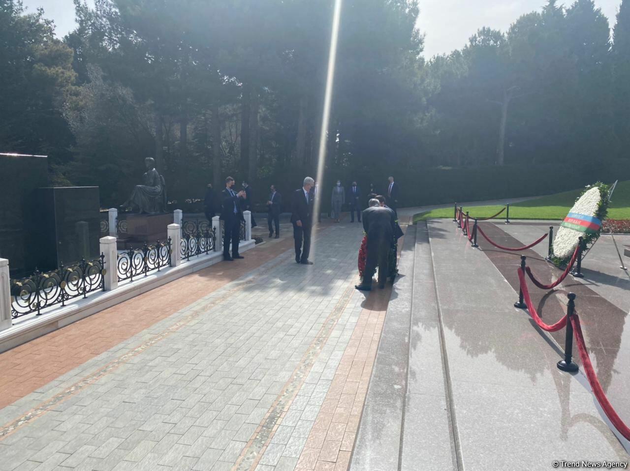 Председатель Генассамблеи ООН посетил могилу Общенационального лидера Гейдара Алиева