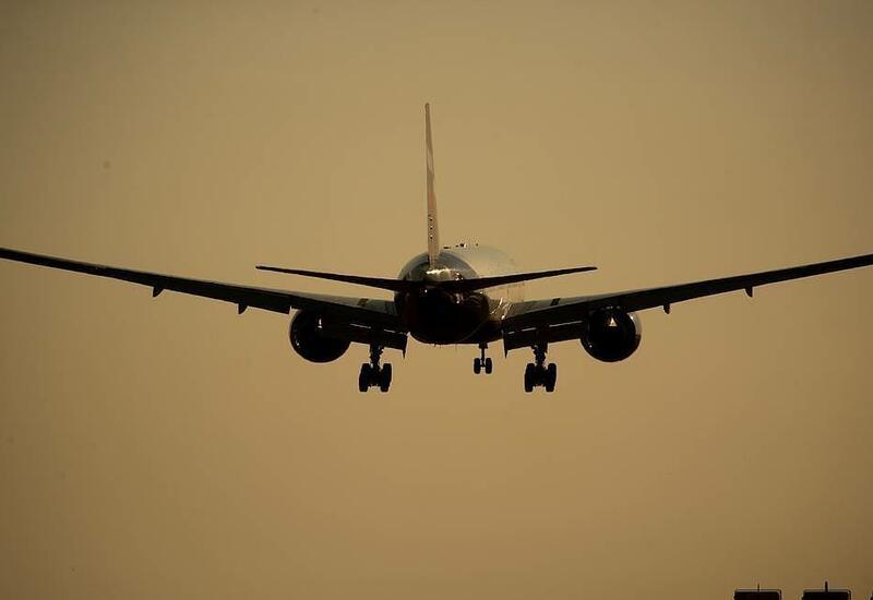 Самолет в России совершил экстренную посадку