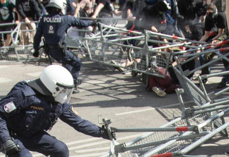 Противники карантина выходят на новые акции протеста в Европе