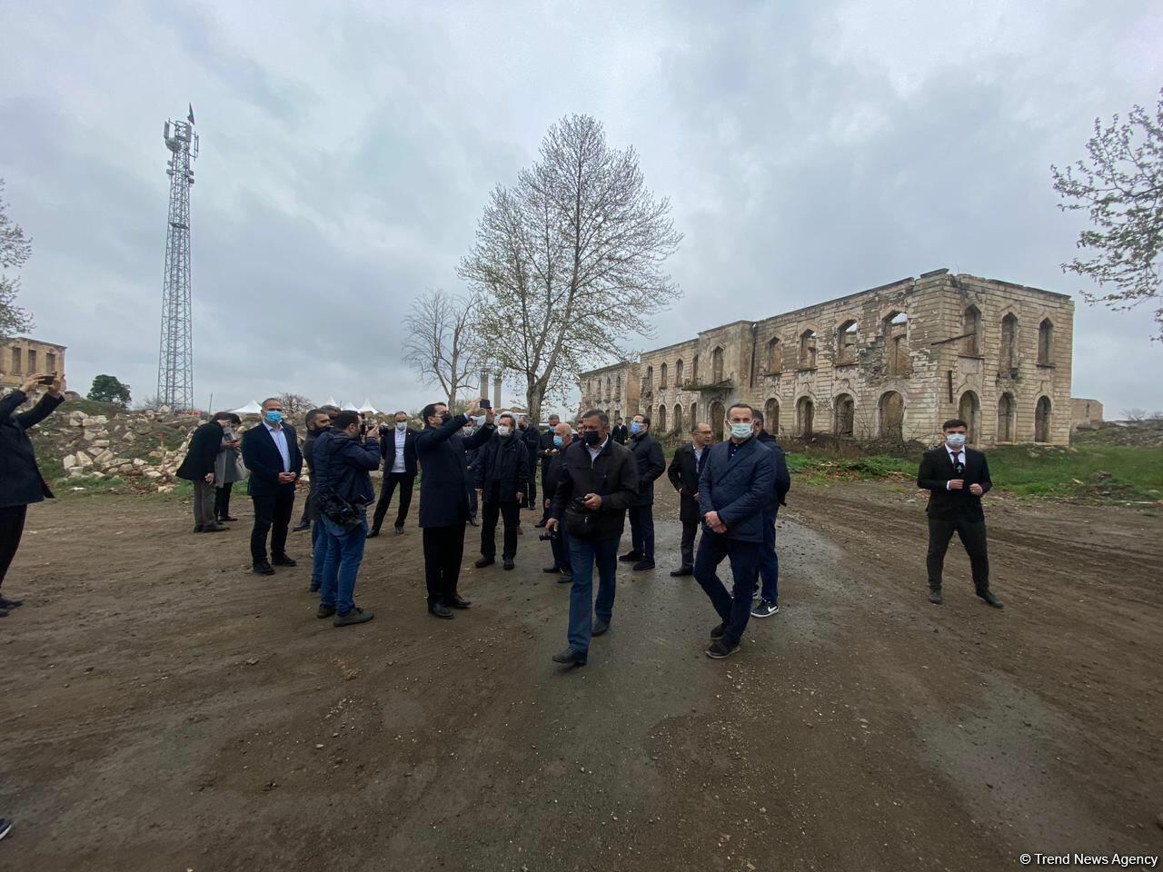 Делегация Тюркского совета осмотрела разрушенное здание Агдамского драматического театра