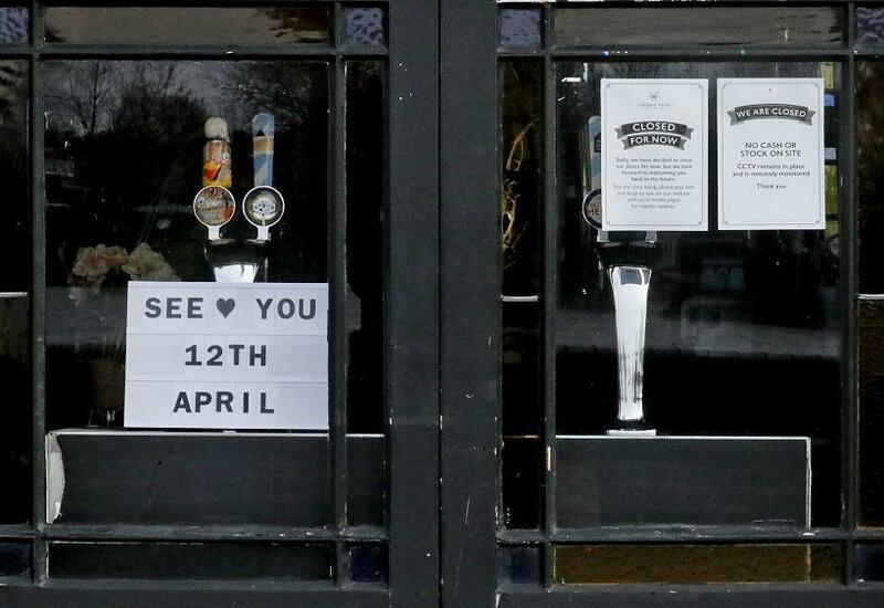 В Англии открылись пабы и рестораны