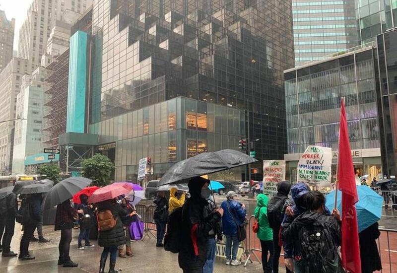 В Нью-Йорке на митинг в защиту жизней белых вышел лишь один человек