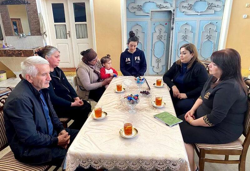 Сотрудники минобороны Азербайджана провели встречи с семьями шехидов