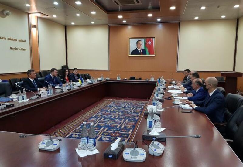 Обсужден вопрос полного возобновления авиасообщения между Азербайджаном и Украиной