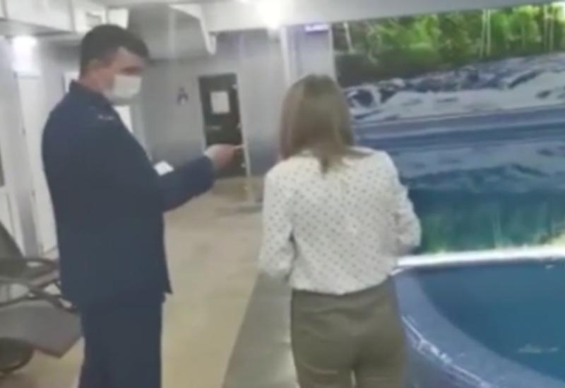 В России школьница погибла в бассейне, когда учительница отвлеклась