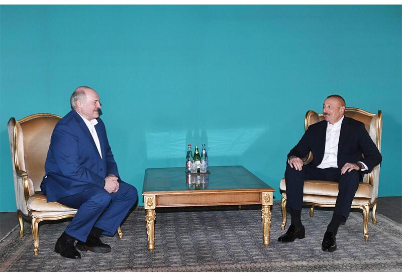 Президент Ильхам Алиев и Александр Лукашенко провели неформальную встречу