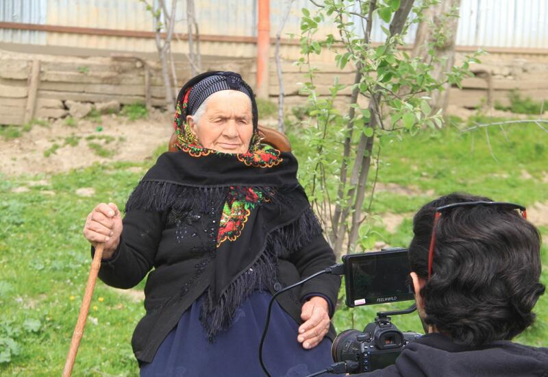 В Азербайджане снимают фильм о бабушке-кочевнице, у которой 40 внуков и 30 правнуков