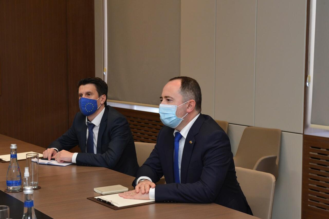 Джейхун Байрамов встретился с послом Румынии