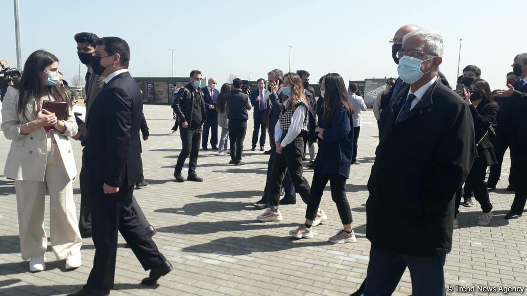 Участники международной конференции находятся в Парке военных трофеев в Баку