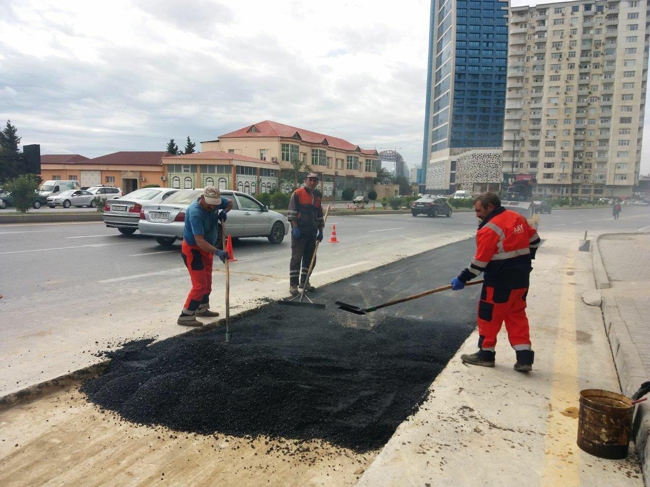 В Baku White City продолжается установление ливневых стоков