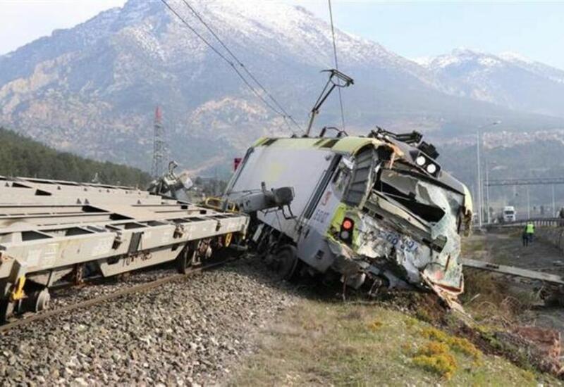 Два грузовых поезда столкнулись в Турции, есть пострадавшие