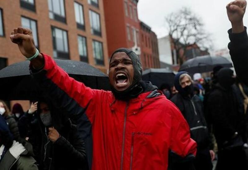 Судмедэксперты назвали причину смерти афроамериканца в Миннеаполисе