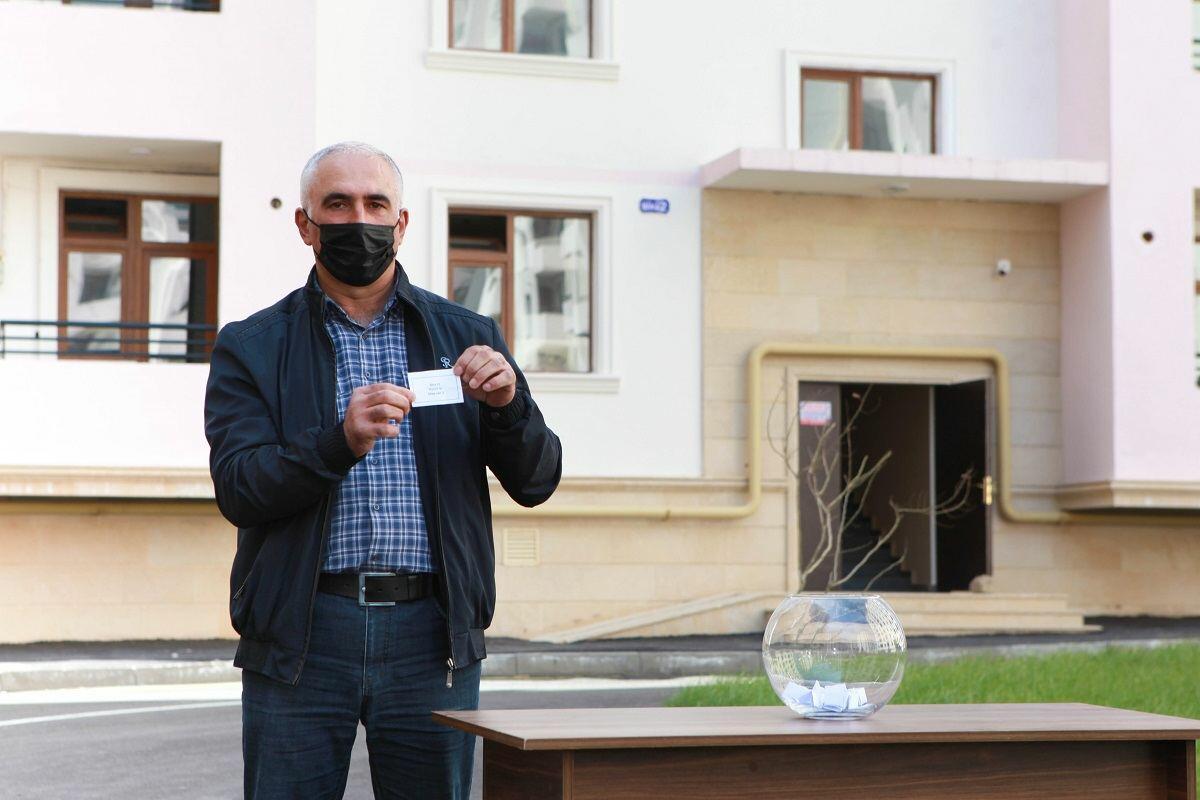 Еще 30 семьям шехидов и инвалидам войны предоставлены квартиры