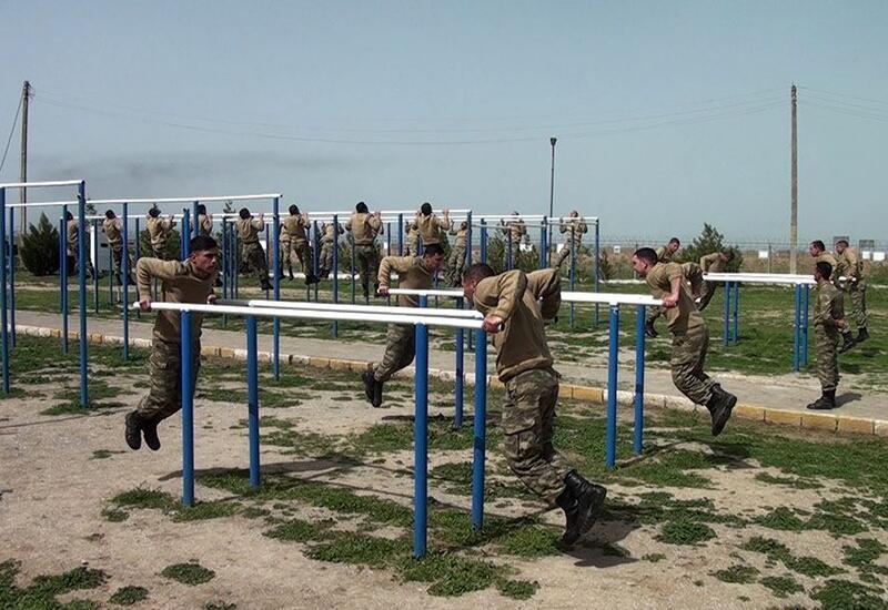 Призывники азербайджанской армии проходят подготовку