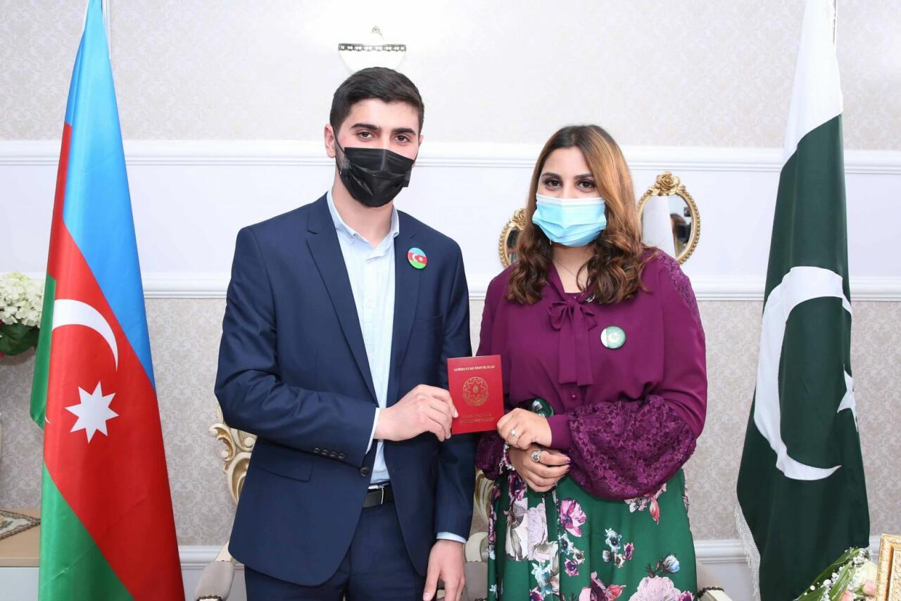 Азербайджанец женился на своей одногруппнице родом из Пакистана